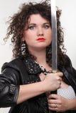 Kędzierzawej kobiety kędzierzawa dziewczyna i kordzik Fotografia Royalty Free