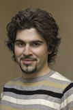 kędzierzawi przystojni mężczyzna portreta potomstwa Zdjęcie Stock