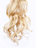 Kędzierzawy blondynka włosy nad białym tłem Zdjęcia Royalty Free