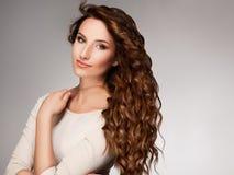 Kędzierzawy Długie Włosy. Wysokiej jakości wizerunek. Obrazy Stock