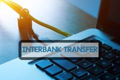 Kłódka, etherneta kabel i laptop z sformułowanie bankowości ochrony pojęciem, Zdjęcie Stock