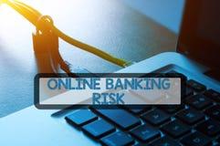 Kłódka, etherneta kabel i laptop z sformułowanie bankowości ochrony pojęciem, Obraz Royalty Free