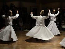 Kłębiaści derwisze pokazują, sufi muzyka, cappadocia, indyk obraz royalty free