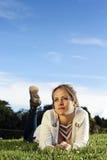 Kłaść w dół na parku przy Bogota obraz royalty free
