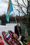 Kłaść wianki przy pomnikiem spadać żołnierze w Kaluga regionie Rosja i korowód Zdjęcia Royalty Free