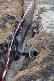 Kłaść wodne drymby w okopie obrazy stock