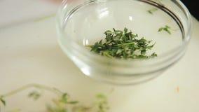 Kładzenia ziele na pucharze zbiory wideo