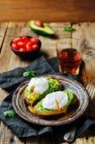 Kłusować jajeczne Avocado żyta grzanki Obraz Stock