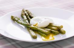 Kłusujący asparagus I jajko fotografia royalty free