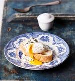 kłusujący bruschetta jajko fotografia stock