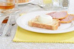 Kłusujący jajko na grzance fotografia stock