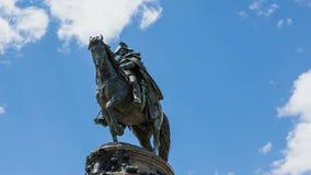 4k乔治・华盛顿statut Timelapse与继续前进背景的云彩的 免版税库存图片