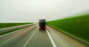 4K亢奋流逝高POV快速驾驶在一条路在有汽车的,卡车城市 股票录像