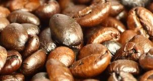 4k咖啡豆特写镜头,饮料咖啡因食物原材料,可口盘豆 股票视频