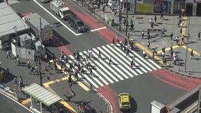 4K在人群行人交叉路涩谷东京的图 E 股票视频