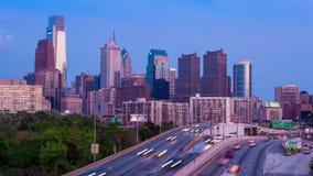 4K天对费城摩天大楼的夜Timelapse在多云蓝天的-宾夕法尼亚美国 股票录像