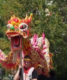 K天游行的中国狮子舞蹈家 免版税库存照片