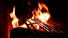 4K明亮的灼烧的火英尺长度在壁炉的 影视素材