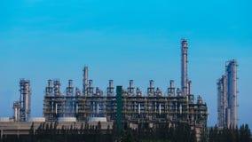 4k炼油厂工厂设备定期流逝有天空的 影视素材