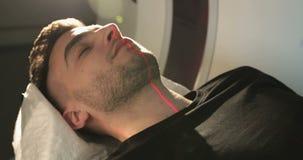 4K特写镜头 按在mri X射线机的护士按钮 影视素材