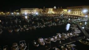 4k电影帆船港口和沿海城市夜空中寄生虫英尺长度  股票视频