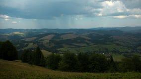 4K积雨云和雨Timelapse在山 影视素材