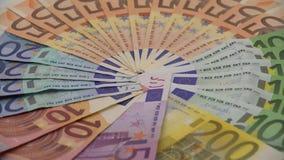 4K移动式摄影车滑射击了不同的价值欧元票据  欧元现金金钱 股票视频