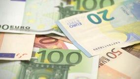 4K移动式摄影车滑射击了不同的价值欧元票据  欧元现金金钱 股票录像