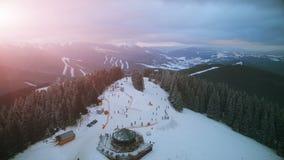 4K空中寄生虫视图:在滑雪胜地Bukovel的假日 影视素材