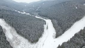 4K空中寄生虫视图:在滑雪胜地Bukovel的假日 股票视频