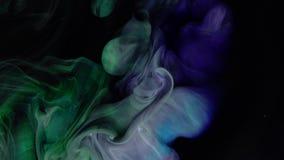 4k英尺长度 抽象五颜六色的油漆墨水爆炸荧光的扩散 股票视频