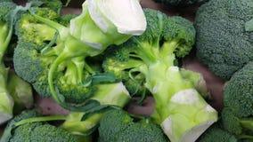 4K菜背景:硬花甘蓝圆白菜绿色堆在超级市场 影视素材
