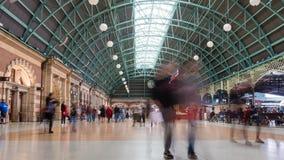 4k通勤者timelapse录影一个火车站的 股票视频