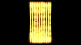 4k闪动的金子metalslowed下来显示一件金黄色彩、金块和首饰 皇族释放例证