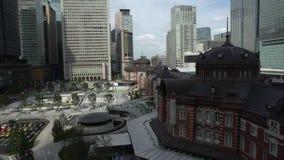 4K a élevé la vue de la station de Tokyo Gare ferroviaire dans le Marunouchi, Japon clips vidéos
