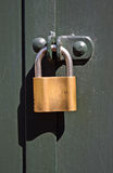 kłódka na metalu drzwi Fotografia Royalty Free