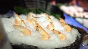 4K, świeży surowy owoce morza w bufet linii przy Tajwan Krewetki na lodzie przy restauracją zbiory