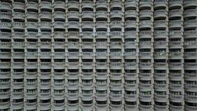 4K άσπρη αρχιτεκτονική μπαλκονιών οικοδόμησης απόθεμα βίντεο