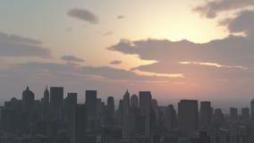 4k αστικό ηλιοβασίλεμα, σύννεφο που πετά πέρα από τη Νέα Υόρκη, σύγχρονη σκιαγραφία επιχειρησιακού κτηρίου απόθεμα βίντεο