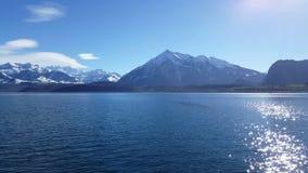 4K βίντεο των βουνών κάστρων Oberhofen και Berner Oberland απόθεμα βίντεο