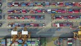 4K βιομηχανικός λιμένας με το σκάφος εμπορευματοκιβωτίων απόθεμα βίντεο