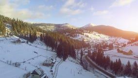 4K εναέρια άποψη κηφήνων: Διακοπές στο χιονοδρομικό κέντρο Bukovel απόθεμα βίντεο