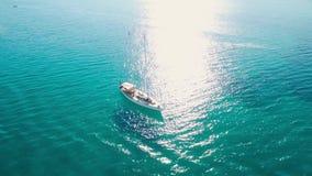 4K εναέρια άποψη UHD μιας πρόσδεσης βαρκών στον κόλπο του Keri στο νησί της Ζάκυνθου Zante, στην Ελλάδα απόθεμα βίντεο