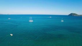 4K εναέρια άποψη UHD μιας πρόσδεσης βαρκών στον κόλπο Laganas στο νησί της Ζάκυνθου Zante στην Ελλάδα απόθεμα βίντεο