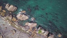4k εναέριο μήκος σε πόδηα, βράχοι Hashigui Iwa σε Kushimoto, Ιαπωνία φιλμ μικρού μήκους