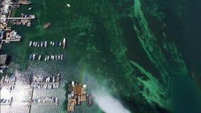 4K εναέριο μήκος σε πόδηα της πηγής νερού πόλεων της Γενεύης στην Ελβετία - UHD απόθεμα βίντεο