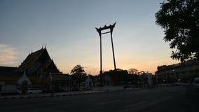 4K ημέρα στο νυχτερινό σφάλμα του γιγαντιαίου ορόσημου ταλάντευσης στην πόλη της Μπανγκόκ απόθεμα βίντεο
