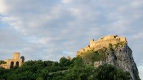 4K Η ανατολή πρωινού πέρα από το κάστρο καταστρέφει το χρονικό σφάλμα Ζουμ μέσα απόθεμα βίντεο