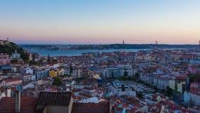 4K η ημέρα στη νύχτα timelapse της στέγης της Λισσαβώνας από Senhora monte άποψη miradouro στην Πορτογαλία - UHD απόθεμα βίντεο