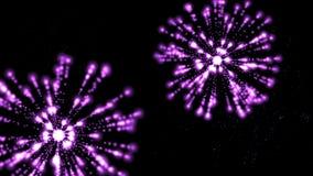 4k η πορφυρή έκρηξη πυροτεχνημάτων στον ουρανό, φεστιβάλ γιορτάζει απόθεμα βίντεο